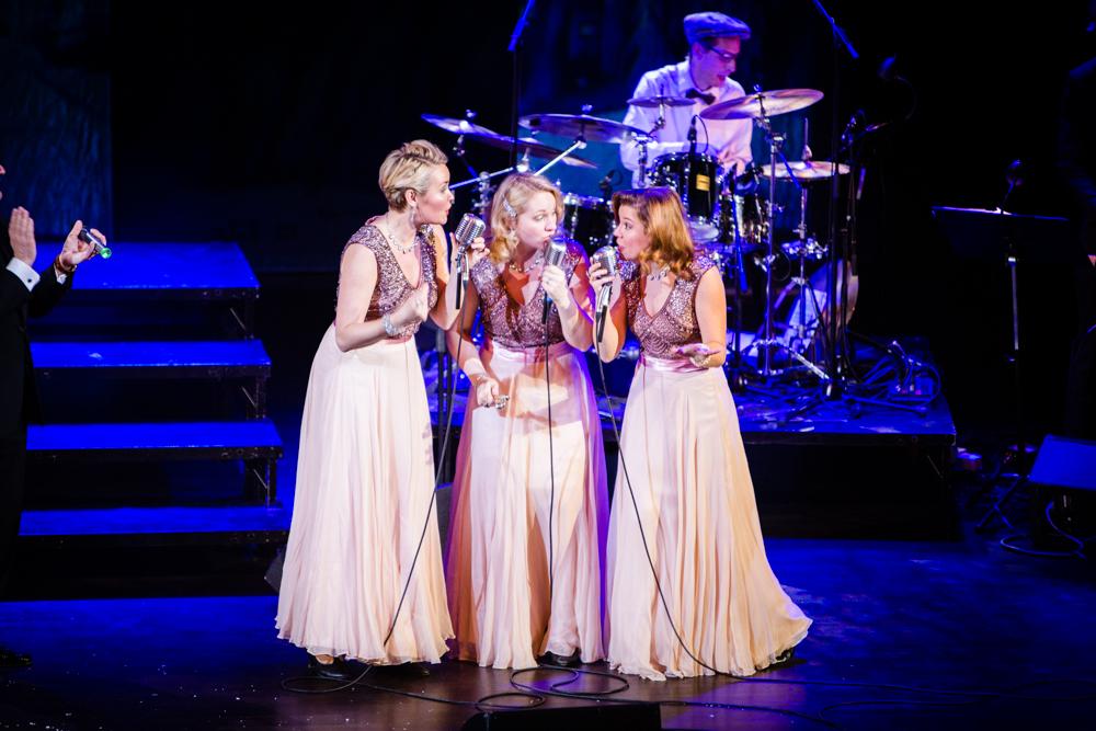 De vackra kjolarna kommer förresten från Zetterberg Couture!