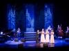 Erik Gullbransson och Smoke Rings Sisters kör Jingle Bells i swingversion! En riktig publikfavorit!